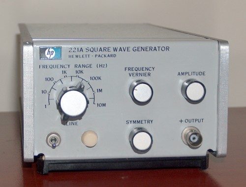 Square Wave Generator, HEWLETT-PACKARD, Model 221A