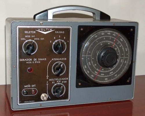 Signal Generator, VOLTIX, Modelo G214B