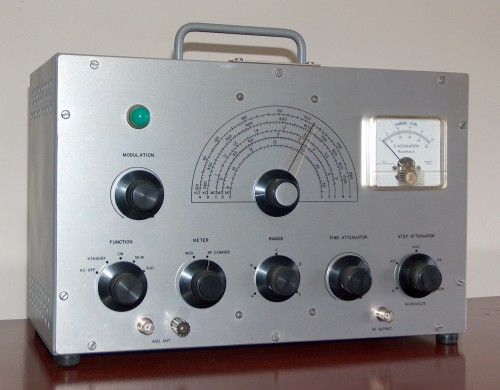Laboratory Type Signal Generator, HEATHKIT, Model IG-42