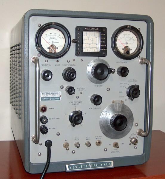 VHF Signal Generator, HEWLETT-PACKARD, Model 608D