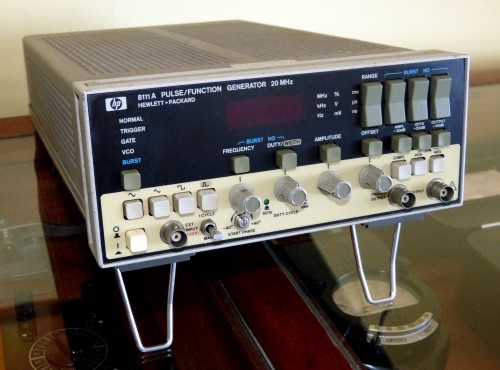 Pulse/Function Generator, HEWLETT & PACKARD, Model 8111 A